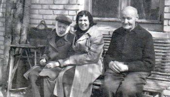 Giedrius su nuo danties sutinusiu žandu, motina ir meistras Lejetas, 1956